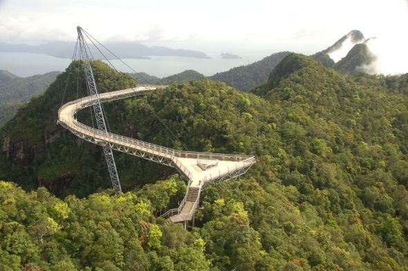 Skybridge, el puente curvo de Langkawi, Malasia.