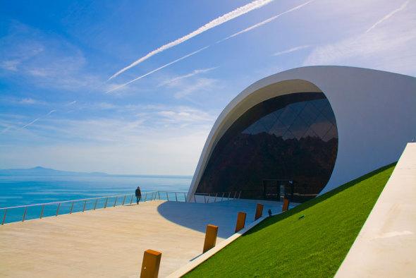 El auditorio que Oscar Niemeyer diseñó en Ravello, Italia