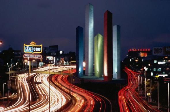 ¿Realmente quién diseñó las Torres de Satélite?