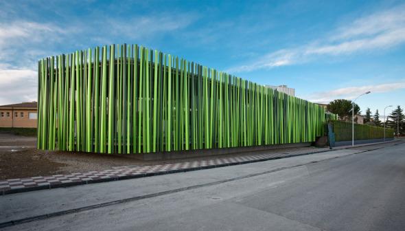 Sorprendentes arquitecturas construidas con materiales no - Materiales de construccion para fachadas ...