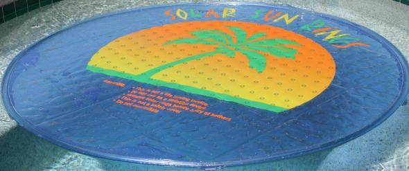 Estéticos y ecológicos: coloridos paneles solares para decorar y calentar el agua de las albercas y jacuzzis