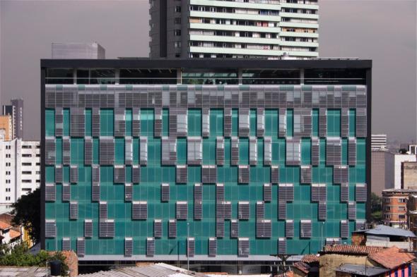 Cálido y elegante: Edificio Julio Mario Santo Domingo, Universidad de los Andes