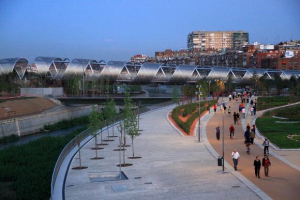 El Puente monumental de Arganzuela, obra de Dominique Perrault