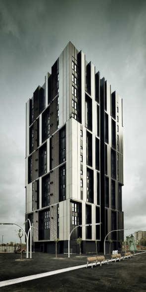 Torre de Vivienda Social de 75 unidades en la Plaza Europa / Roldán + Berengué