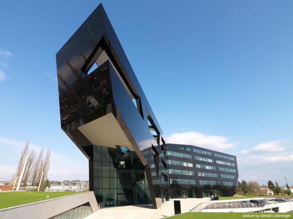 Uniopt Pachleitner Group Headquarters / GS Arquitectos