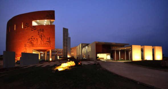 Instituto Internacional de Administración / Estudio de Diseño Abin