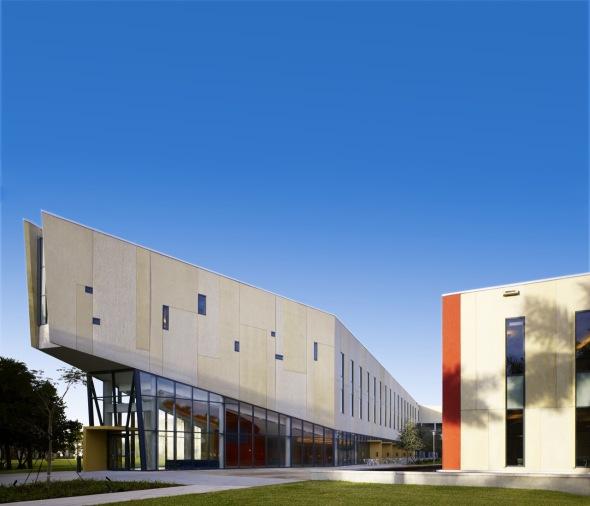 UIF Escuela de Graduados de Negocios Chapman / KPF
