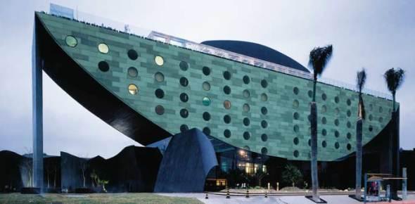 Una oda a la curva y el concreto: Hotel Unique de Ruy Ohtake