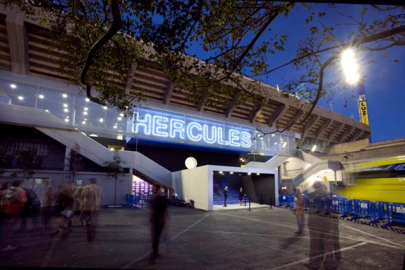 Renovado estadio recibe la nueva temporada de fútbol de la liga española