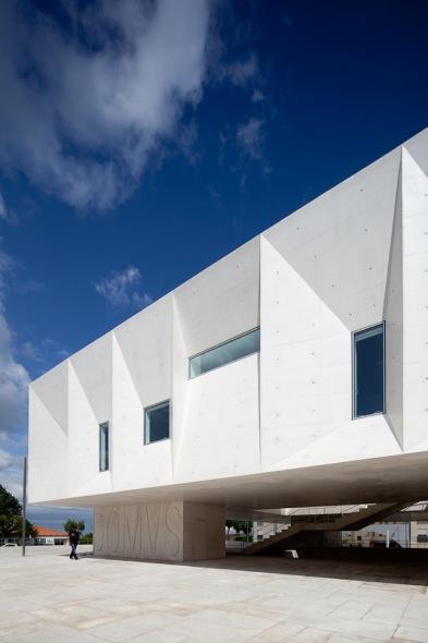 Palacio de Justica de Gouveia / Barbosa y Guimaraes Arquitectos