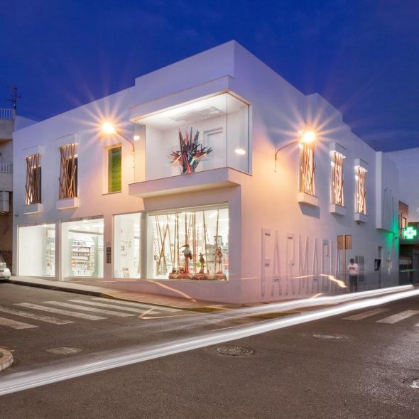 Un lúdico diseño para una farmacia / Mobil M + YTRASD – Daniel Ferrer y Yolanda Baeza