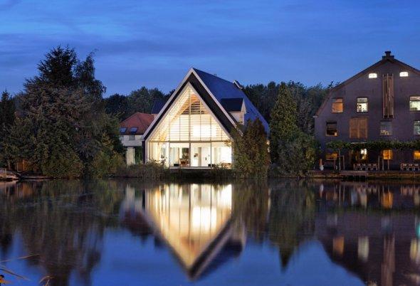 Reciclaje Arquitectónico: De iglesia a Casa habitación / Ruud Visser Architects