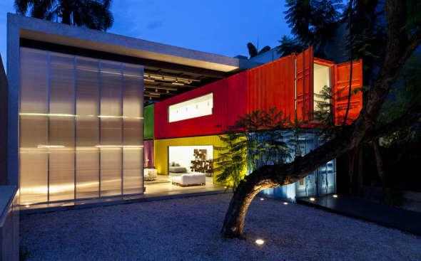 Decameron, una elegante tienda de muebles hecha de contenedores / Marcio Kogan-MK27