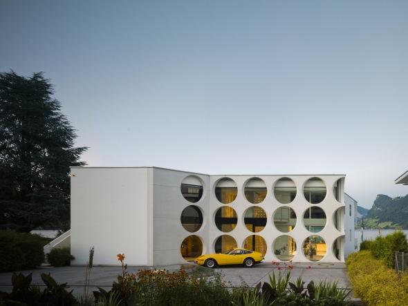 Diseño Retro: Casa O, inspirada en la arquitectura brasileña de los años 60 / Philippe Stuebi Architekten