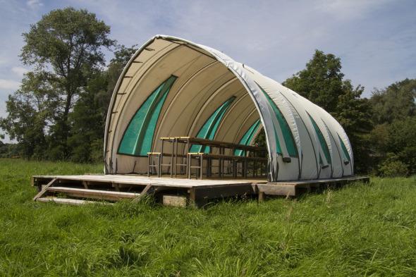 Pabellón Greenhouse, hecho de materiales reciclados / Studio Elmo Vermijs