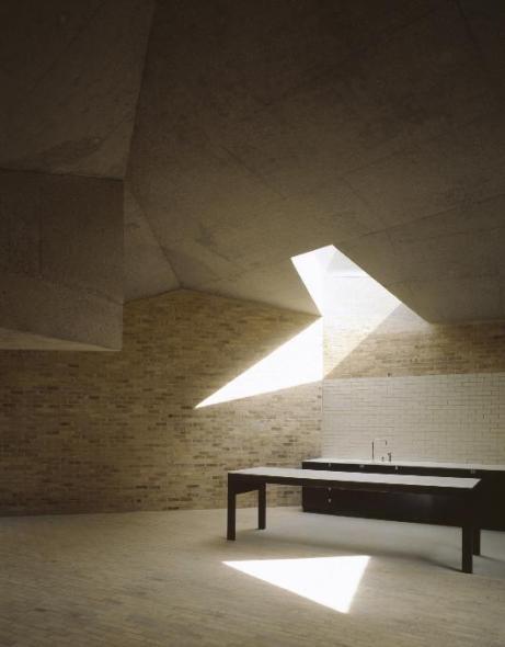 El tabique siempre puede usarse se manera innovadora. Brick House. Caruso St John Architects