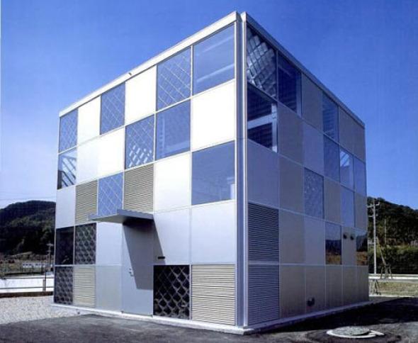 Casa de bajo costo hecha de aluminio / Riken Yamamoto