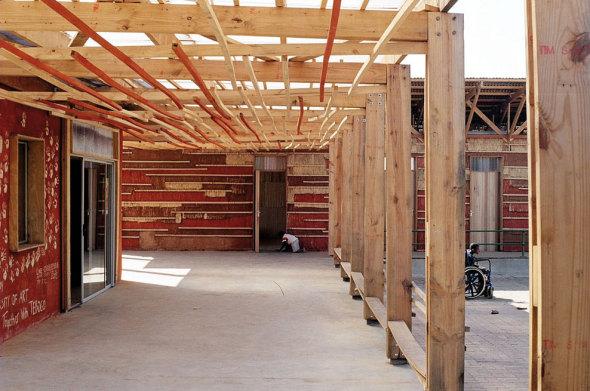 Living Tebogo, una albergue para niños discapacitados, construido con materiales ecológicos