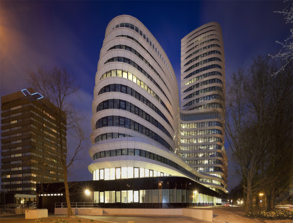 Un ondulante edificio de oficinas en Holanda / UNStudio