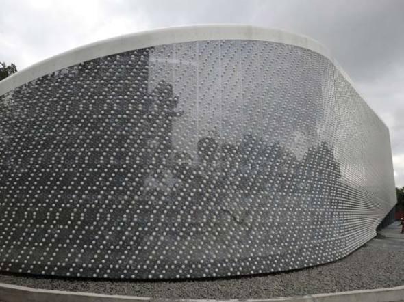 ECOARK, edificio de 26 metros de alto hecho con botellas de plástico