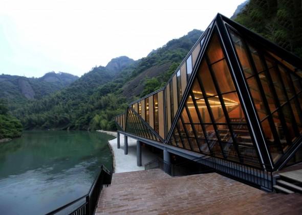 Restaurante en Montaña de Tianmen / Liu Chongxiao