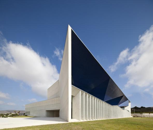 Edificio de dos caras / Francisco Mangado