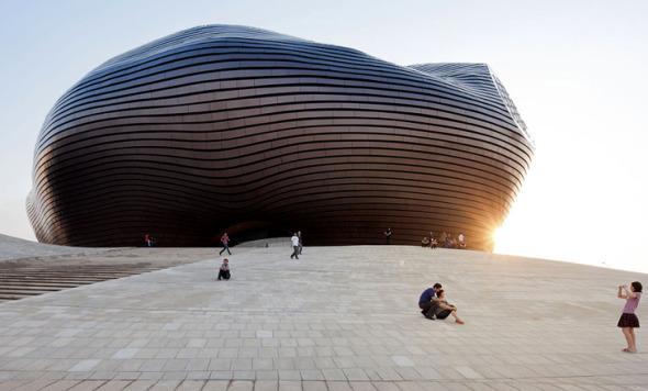 Curva de metal completa / MAD architects