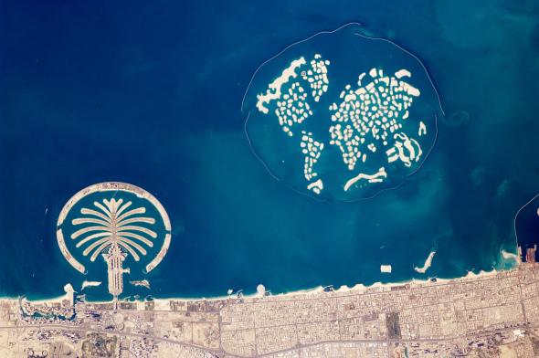 Las islas artificiales de Dubai se hunden en el mar y en las finanzas