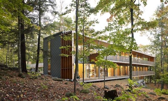 Casa prefabricada para 2 familias realizado por  Kohn Shnier Architects y Royal Homes