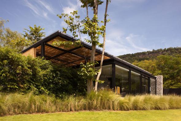 Botánica Oficinas y Salas de exhibición / Vin Varavarn Architects