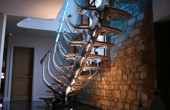 Originales escaleras con forma de esqueleto. Philip Watts Design