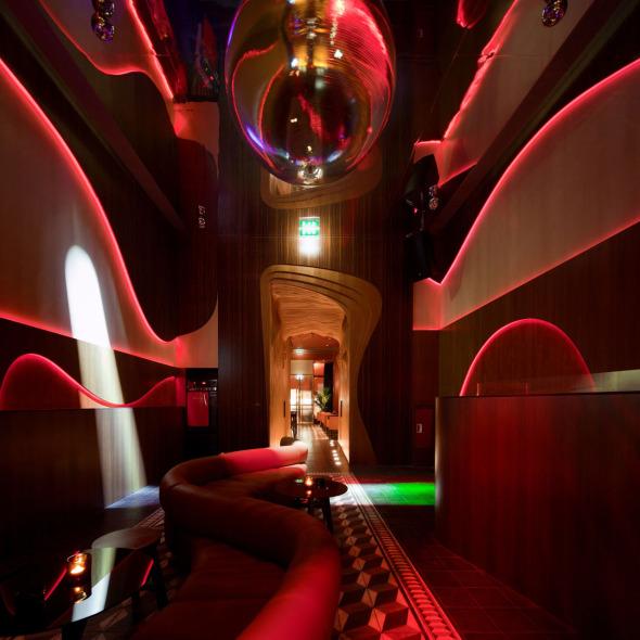 Inspirado en el ambiente bohemio de París:  Baixa Bar. José Carlos Cruz