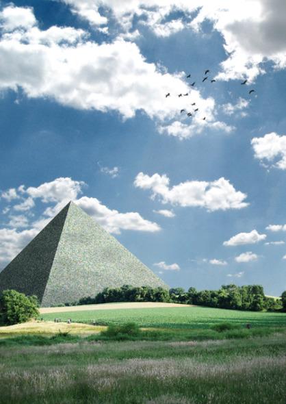 La Gran Pirámide de Dessau  / Ingo Niermann y Jens Thiel
