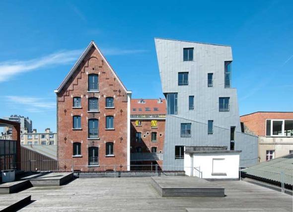 Cheval Noir Housing con Artist's Studios / L'Escaut + Atelier Gigogne