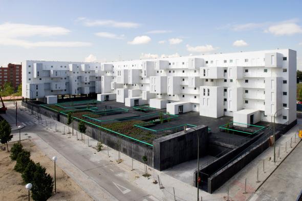 Juego de entrantes y salientes. 102 viviendas en Carabanchel. Dosmasuno Arquitectos