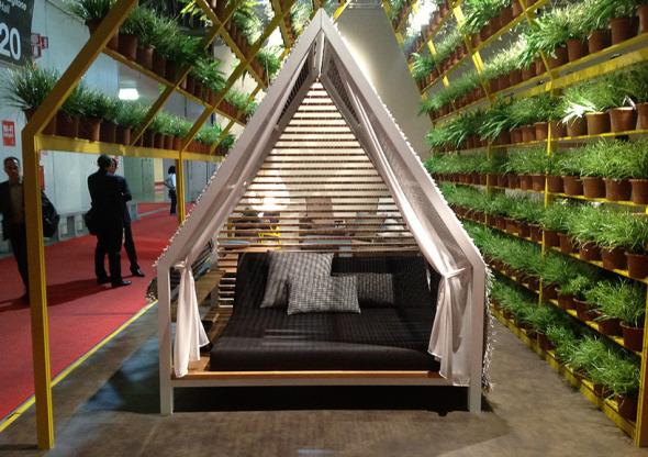 Mueble de jardín y Arquitectura a la vez: Cottage. Patricia Urquiola