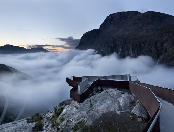 Un lugar que hace realidad el sueño de muchos, tocar las nubes y flotar entre montañas. Paseo Turístico Trollistigen