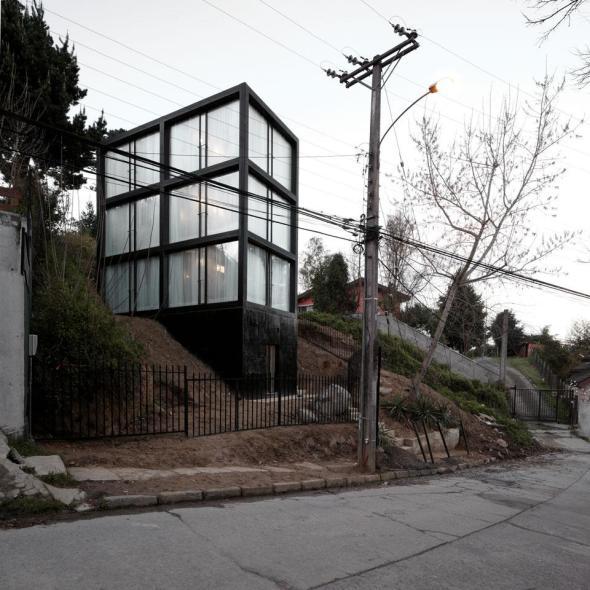 Sobria y Fuerte: Casa Arco. Pezo von Ellrichshausen