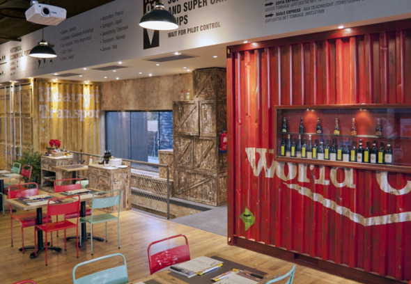Los Soprano, una pizzería cuyo interior fue diseñado con containers / Pedro Scattarella