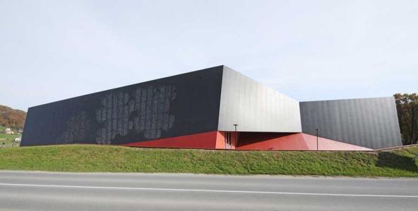 Centro Deportivo y Cultural de Podcetrtek, Eslovenia / Enota
