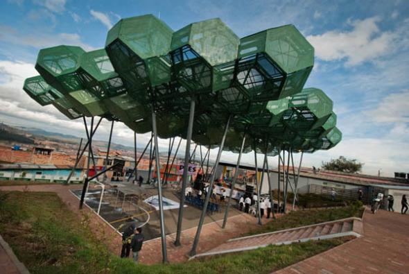 Regeneración de un espacio degradado. Cubierta Cazucá / Giancarlo Mazzanti Arquitectos