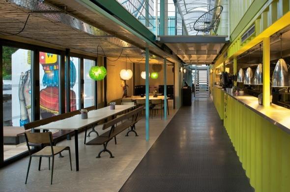 Restaurante Temporal Construido Con Contenedores