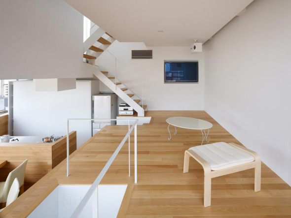 Casa de desniveles en matsubara noticias de arquitectura for Japanese minimalist small house design