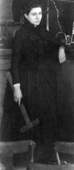 nacida en estados unidos fue la primera mujer en estudiar y titularse de arquitecta en la escuela de bellas artes de pars y la primera