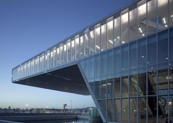 Nuevo edificio en el puerto de Marsella