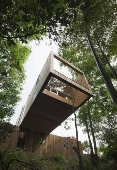 Casa de madera en voladizo