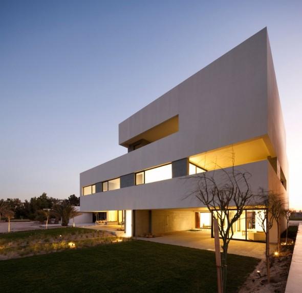 Casa en forma de S. S Cube Chalet / AGi Architects