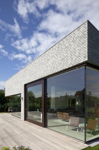 Una casa en contacto permanente con el agua: Villa Frenay.
