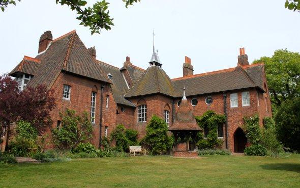 El palacio de las artes de William Morris a 117 años de su fallecimiento.