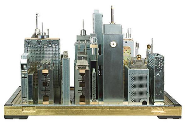 Paisajes de importantes ciudades hechos con partes de computadora